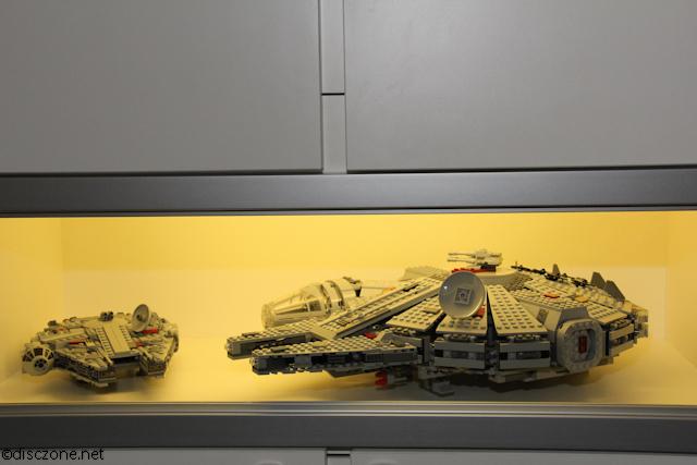 7965 Millennium Falcon - Display 1