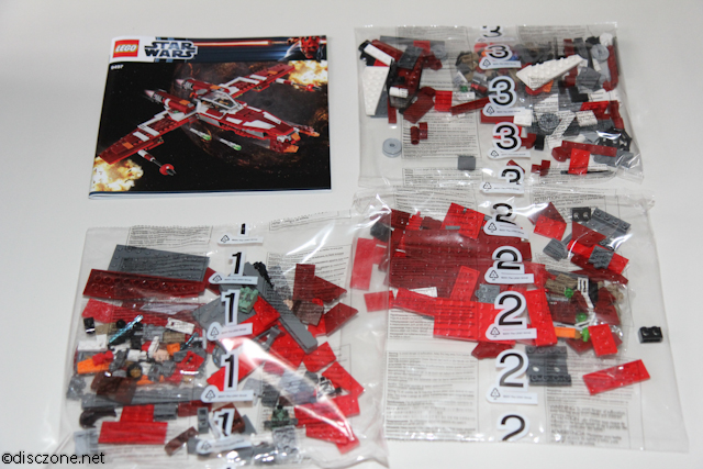 9497 Republic Striker-class Starfighter - Contents