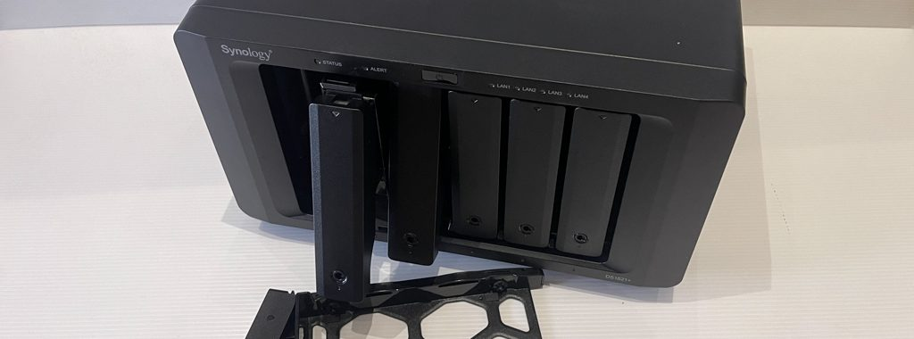 Synology DS1621+ : Outside 4